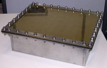 当社の振動板は、投げ込みタイプも、フランジ方式です。 これは有効範囲全体に、均一な振動を必要としているからです。 上画像は窒化チタン処理製品です。